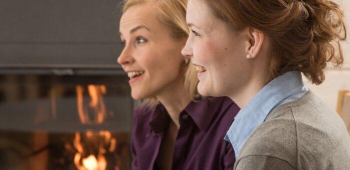 Klimatyczne wieczory przy kominku – brykiet na straży domowego ciepła